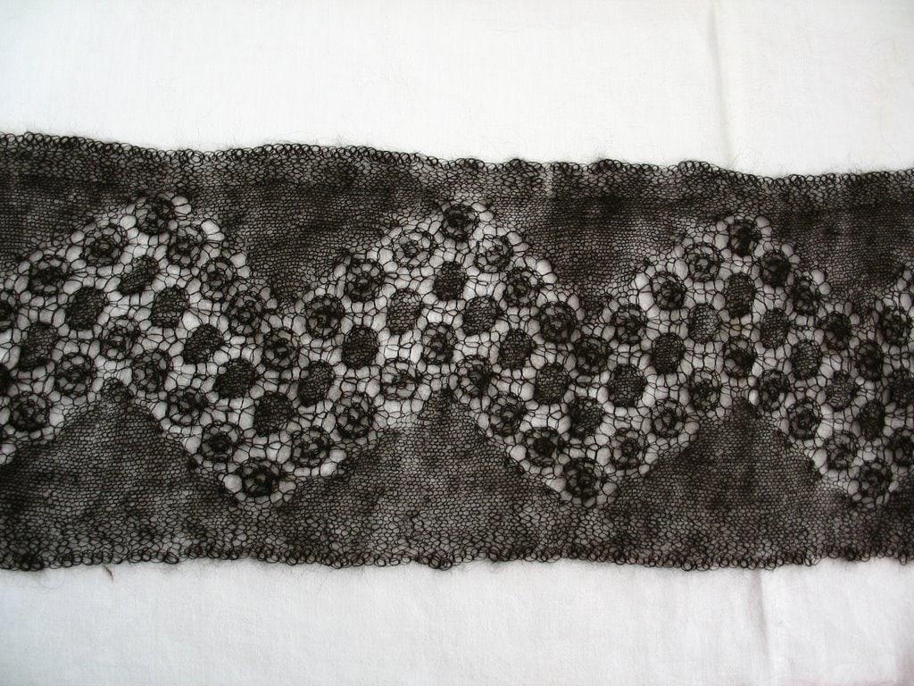 Circular lace motif