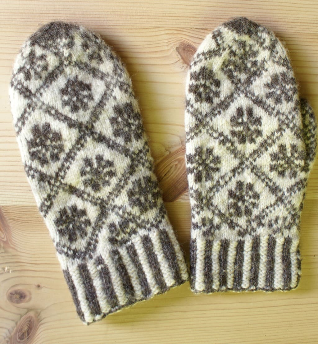 Men's mittens made in natural colors of handspun wool