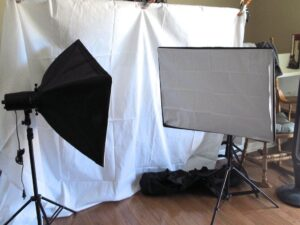 We are setting up a photo studio. 1