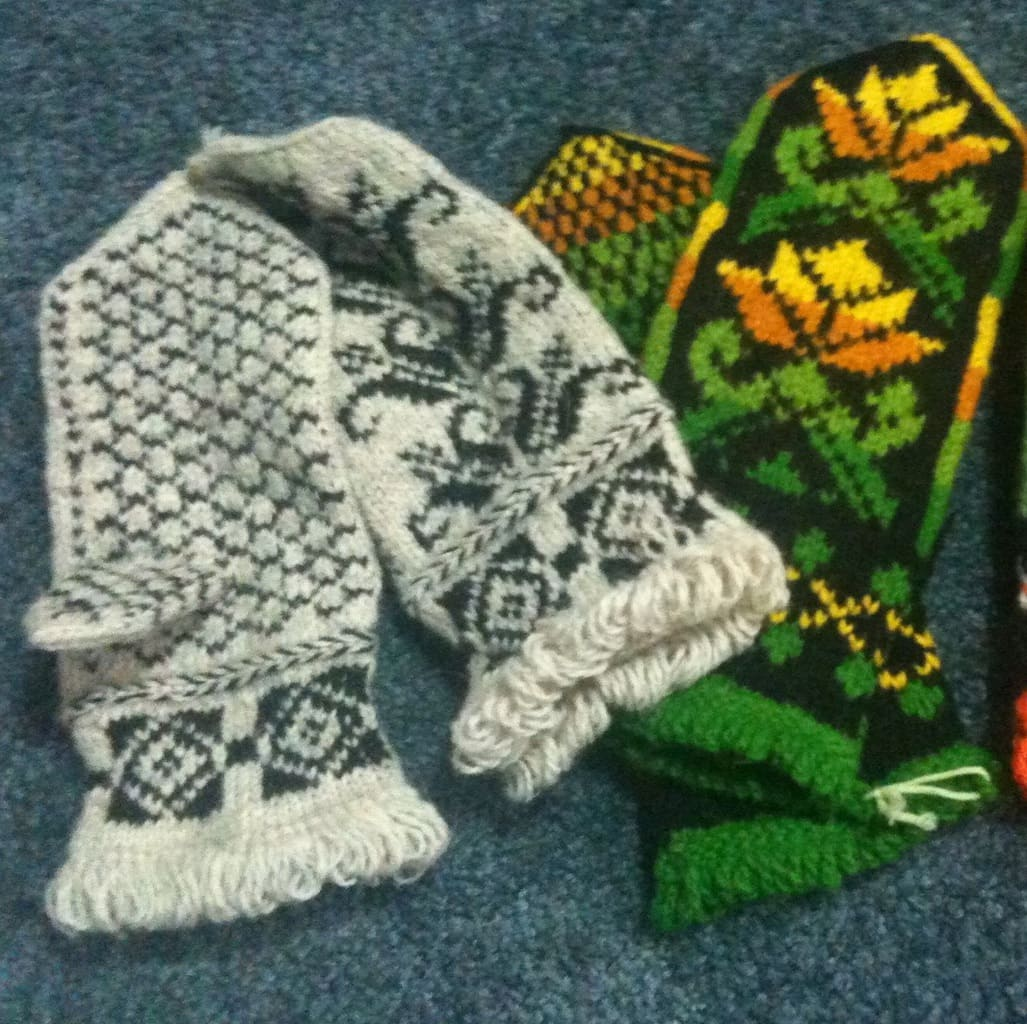 mittens with lilly designs