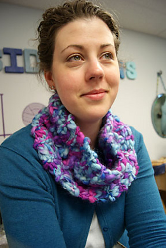 European Summers Cowl & Mitts Knitting Pattern 3