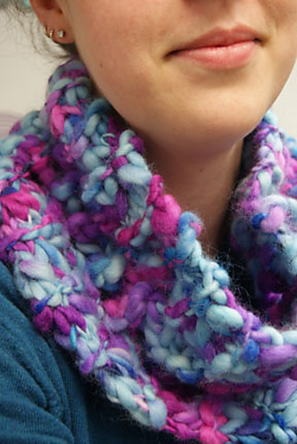 European Summers Cowl & Mitts Knitting Pattern 2