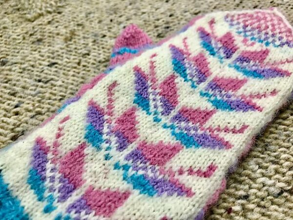 Easter Lily Mittens Pattern 4