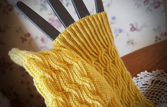 Bavarian Byways Mitts   Knitting Pattern 4