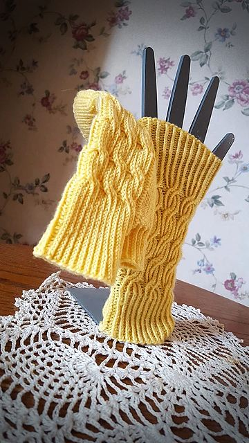 Bavarian Byways Mitts   Knitting Pattern 3